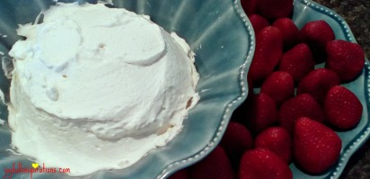 lemon-whipped-cream-with-strawberries